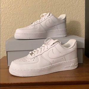 NEW Nike AirForce 1 Women's 8